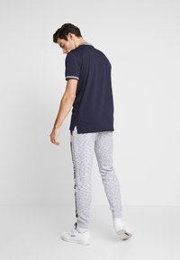 Hollister Co. - PRINT LOGO JOGGER  - Pantalon de survêtement - heather grey - 2