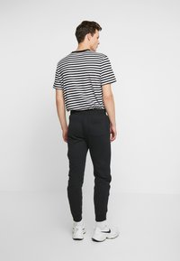 Hollister Co. - JOGGER - Pantalon de survêtement - black - 2