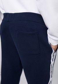 Hollister Co. - TAPE - Pantalones deportivos - navy - 5