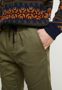 Hollister Co. - JOGGER  - Pantalones deportivos - olive - 3