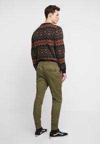 Hollister Co. - JOGGER  - Pantalones deportivos - olive - 2