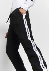 Hollister Co. - Pantalon de survêtement - black - 4