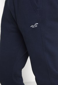 Hollister Co. - Pantalon de survêtement - navy - 4