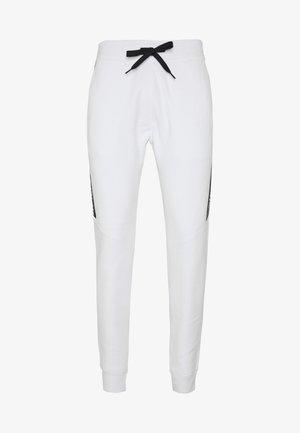 LOGO TAPE JOGGER - Teplákové kalhoty - white
