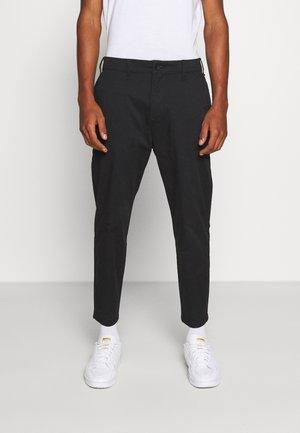 TAPER CROP - Chino kalhoty - black