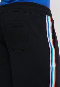 Hollister Co. - PRIDE PREP  - Teplákové kalhoty - black - 5