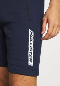 Hollister Co. - SPORT PRINT LOGO - Tracksuit bottoms - navy - 4