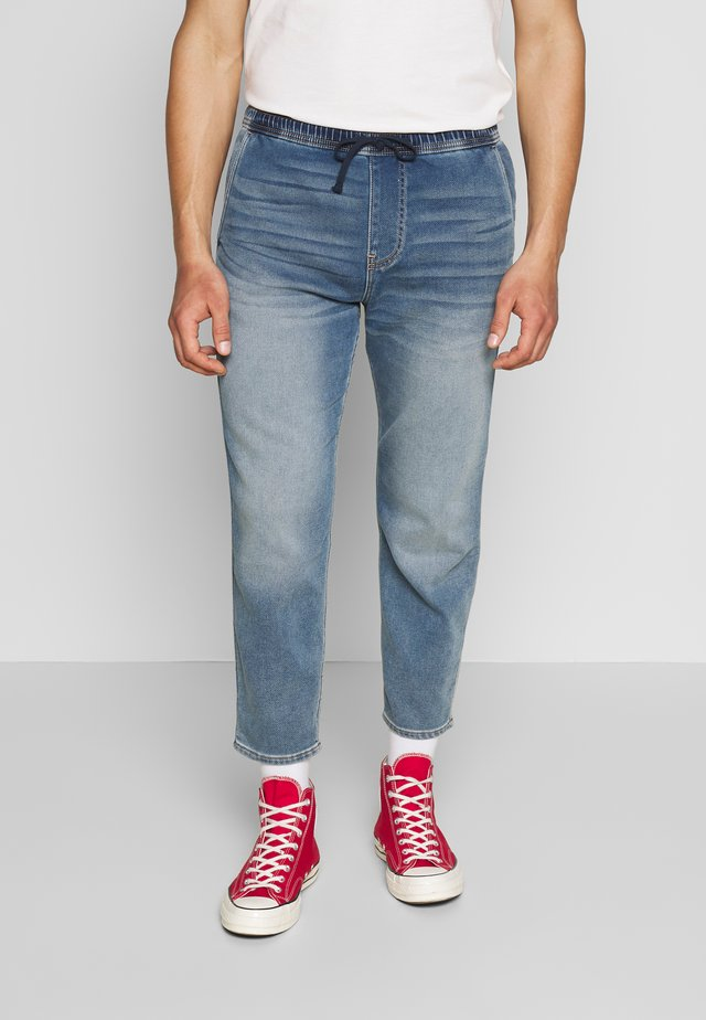 CROP PULL ON - Jeans Tapered Fit - medium