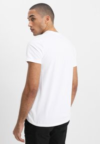 Hollister Co. - CREW CHAIN 3 PACK - Basic T-shirt - white - 2