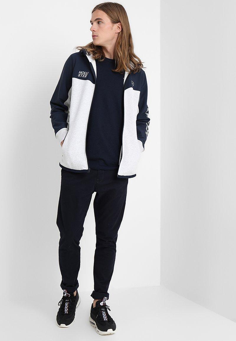 Hollister Co. - CREW 3 PACK - Camiseta básica - navy/burgundy/grey