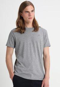 Hollister Co. - CREW 3 PACK - Camiseta básica - navy/burgundy/grey - 1