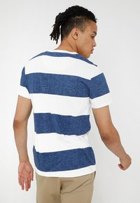 Hollister Co. - STRIPED TEXTURE TEE EXCLUSIVE - Print T-shirt - white/navy - 3