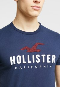 Hollister Co. - ICONIC TECH LOGO  - Print T-shirt - navy - 5