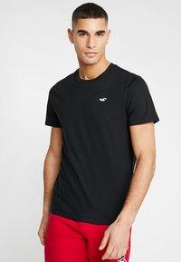 Hollister Co. - ICON VARIETY CREW - T-shirts - black/white - 0