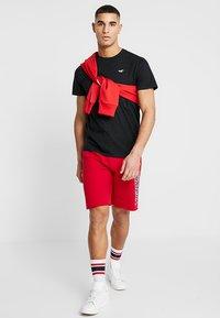 Hollister Co. - ICON VARIETY CREW - T-shirts - black/white - 1