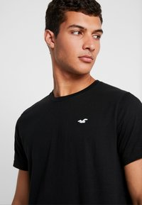 Hollister Co. - ICON VARIETY CREW - Camiseta básica - black/mint - 4