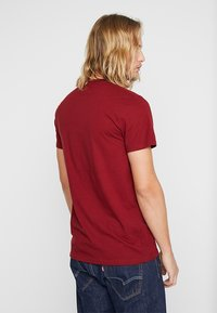 Hollister Co. - CORP ICON CREW - T-shirt imprimé - bordeaux - 2