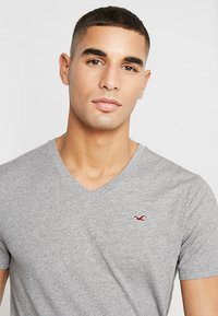 Hollister Co. - ICON  - T-shirt print - grey - 4