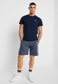 Hollister Co. - EXPLODED ICON CREW  - Jednoduché triko - navy - 1