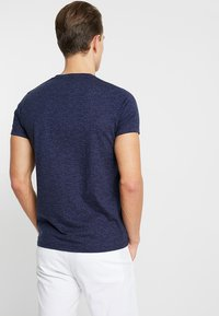 Hollister Co. - MUSCLE FIT CREW - Jednoduché triko - navy - 3