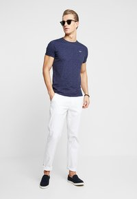Hollister Co. - MUSCLE FIT CREW - Jednoduché triko - navy - 1