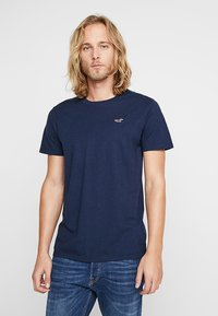 Hollister Co. - 3 PACK  - Camiseta estampada - white/burgundy/navy - 1