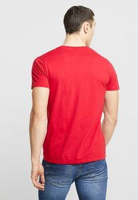 Hollister Co. - 5 PACK  - T-shirt imprimé - white/grey/red/navy texture/black - 2
