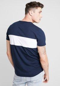 Hollister Co. - SECONDARY TECH LOGO - T-shirt print - navy block - 2