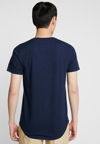 Hollister Co. - CURVED HEM - Jednoduché triko - navy - 2