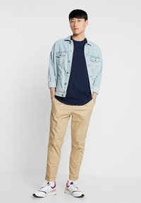 Hollister Co. - CURVED HEM - Jednoduché triko - navy - 1