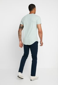 Hollister Co. - CURVED HEM - T-shirt basique - dark green - 2