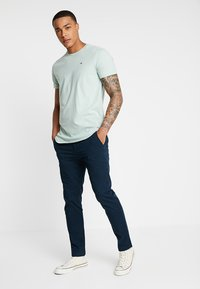 Hollister Co. - CURVED HEM - T-shirt basique - dark green - 1