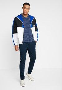 Hollister Co. - VEE - T-shirt imprimé - navy - 1