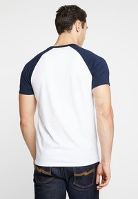 Hollister Co. - RAGLAN - T-shirt med print - white - 2