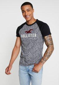 Hollister Co. - RAGLAN - Print T-shirt - light grey/black - 0