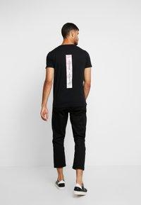 Hollister Co. - WIDE BOX  - Print T-shirt - black - 2