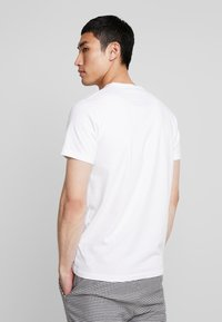 Hollister Co. - SLIM CORE TECH LOGO - Print T-shirt - white - 2