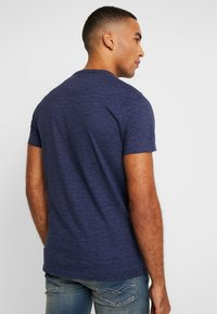 Hollister Co. - SLIM CORE TECH LOGO - T-shirt med print - med blue - 2