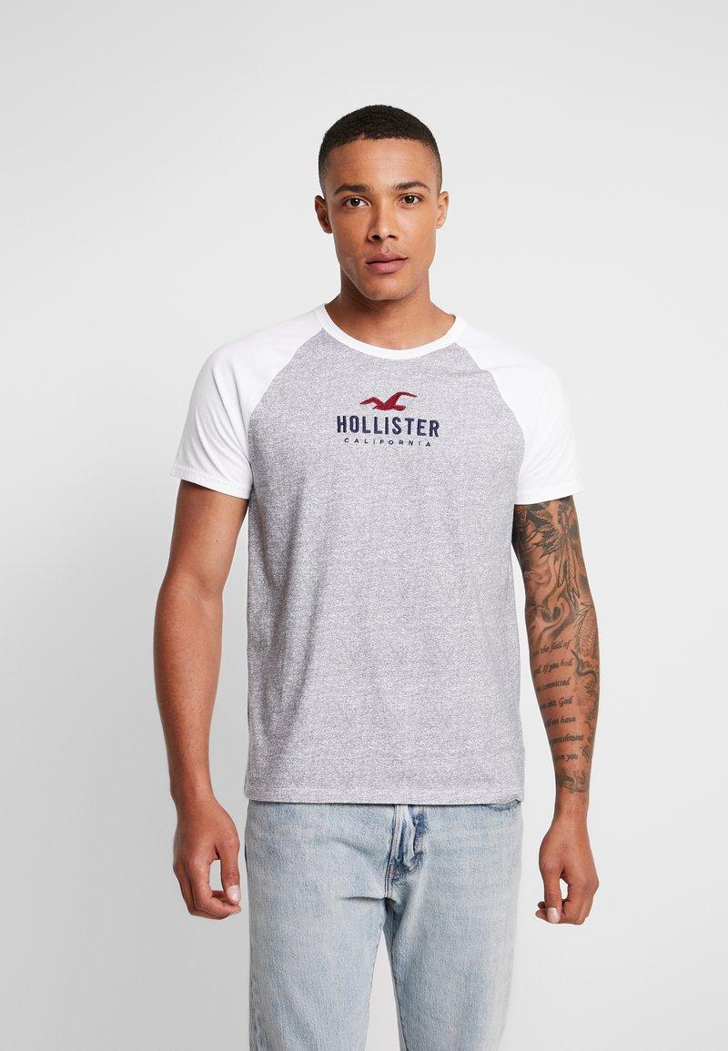 Hollister Co. - COLORBLOCK CORE TECH LOGO  - Triko spotiskem - grey