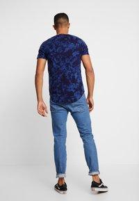 Hollister Co. - SCRUNCH BOX LOGO - T-shirt print - navy pattern - 2