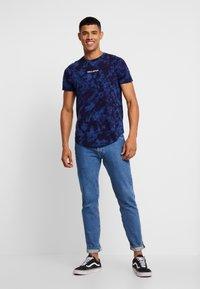 Hollister Co. - SCRUNCH BOX LOGO - T-shirt print - navy pattern - 1