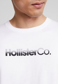 Hollister Co. - OMBRE - T-shirt con stampa - white - 5