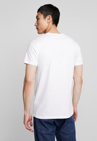 Hollister Co. - OMBRE - T-shirt con stampa - white - 2