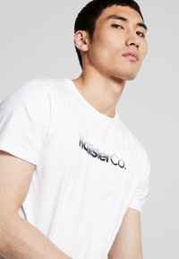 Hollister Co. - OMBRE - T-shirt con stampa - white - 3