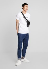 Hollister Co. - OMBRE - T-shirt con stampa - white - 1