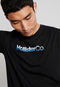 Hollister Co. - OMBRE - T-shirt imprimé - black - 4