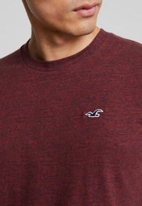 Hollister Co. - CURVED HEM - Basic T-shirt - burg - 5