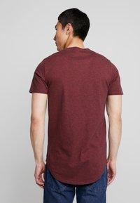 Hollister Co. - CURVED HEM - Basic T-shirt - burg - 2