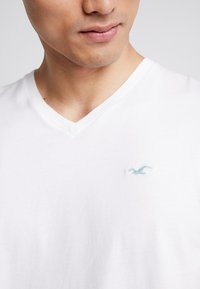 Hollister Co. - ICON VARIETY  - T-shirts basic - white - 5