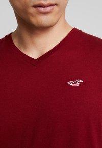 Hollister Co. - ICON VARIETY  - Basic T-shirt - bordeaux - 5